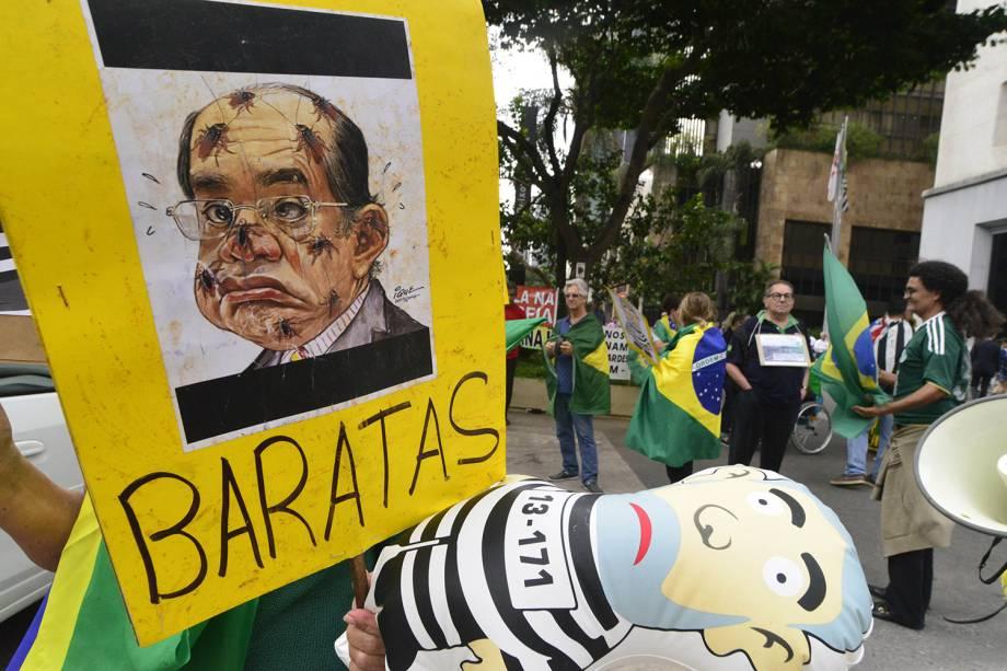 Manifestantes protestam a favor da prisão do ex-presidente Lula, que tem recurso de habeas corpus julgado pelo STF em Brasília, na tarde desta quinta. O ato acontece na região da avenida Paulista, na região central de São Paulo - 22/03/2018