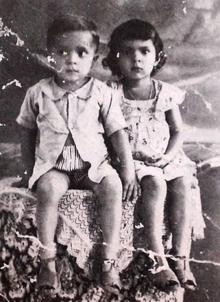 Sétimo filho de um casal de lavradores, Luiz Inácio Lula da Silva nasceu em 1945, em Caetés, no sertão de Pernambuco, em uma família humilde. Em 1949 tirou seu primeiro retrato, ao lado da irmã Maria, dois anos mais velha.