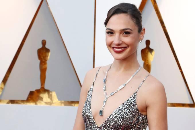 A atriz Gal Gadot no tapete vermelho do Oscar 2018