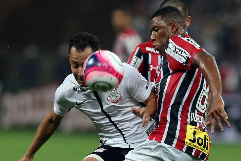 Lance na partida entre Corinthians e São Paulo, na semifinal do Campeonato Paulista, no Itaquerão