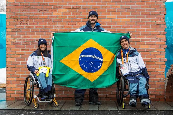 Os atletas paralímpicos Aline Rocha, André Cintra e Cristian Ribera em PyeongChang