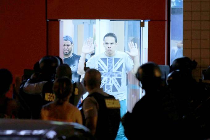 Policiais cercam agência bancária após fim de assalto na região de Madureira, no Rio de Janeiro