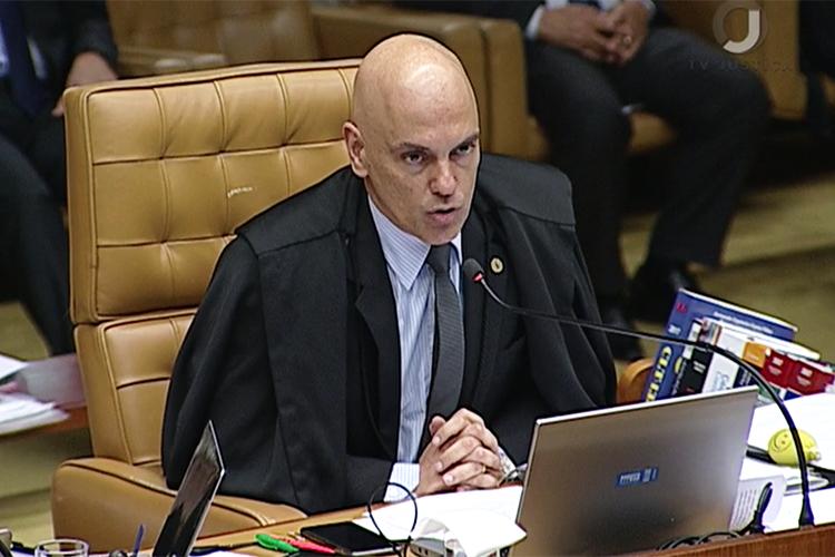 Alexandre de Moraes profere voto durante sessão do STF que julga habeas corpus preventivo de Lula
