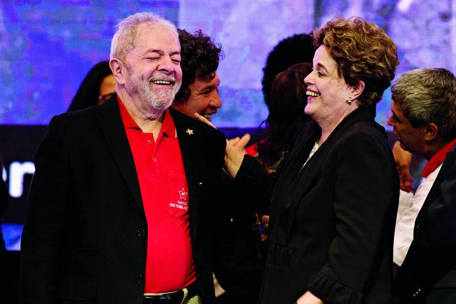Luiz Inácio Lula da Silva e Dilma Rousseff, na abertura do 6º Congresso do Partido dos Trabalhadores em Brasília, em maio de 2017.