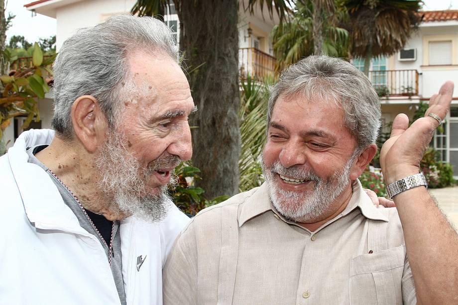 Lula conversa com o ditador cubano Fidel Castro, em 2010.
