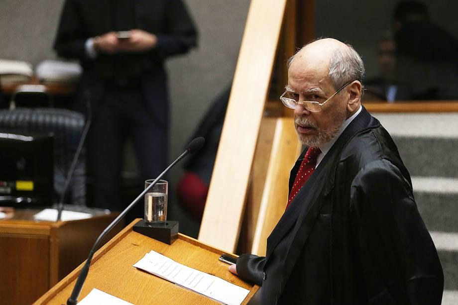 O advogado do ex-presidente Luiz Inácio Lula da Silva, Sepúlveda Pertence, durante sessão no STJ - 06/03/2018