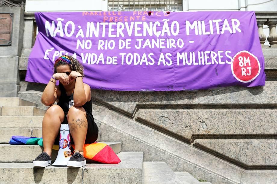 Faixa de protesto deixada em frente ao prédio da Câmara Municipal do Rio de Janeiro, onde será velado o corpo da vereadora Marielle Franco (PSOL), morta a tiros - 15/03/2018