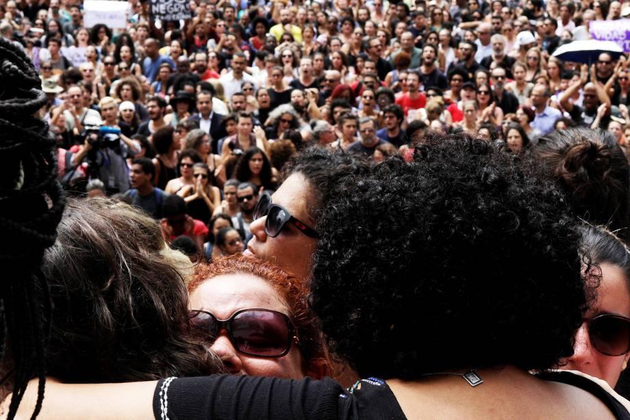 Manifestantes protestam em frente à Câmara Municipal do Rio de Janeiro (RJ), após a vereadora Marielle Franco (PSOL) ser assassinada dentro de veículo - 15/03/2018