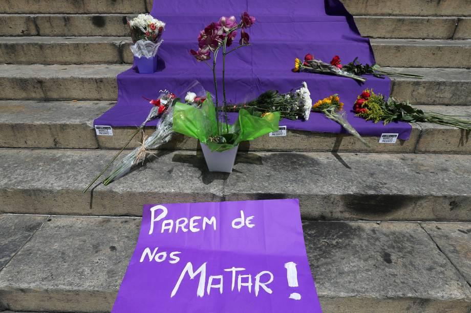 Flores são vistas na escadaria da Câmara Municipal do Rio, durante velório da vereadora Marielle Franco (PSOL-RJ), morta a tiros na regiã central da capital carioca - 15/03/2018