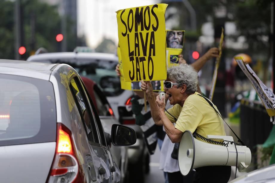 SÃO PAULO, SP, 22.03.2018 – LULA-PROTESTOS: Manifestantes protestam a favor da prisão do ex-presidente Lula, que tem recurso de habeas corpus julgado pelo STF em Brasília, na tarde desta quinta. O ato acontece na região da avenida Paulista, na região central de São Paulo - 22/03/2018