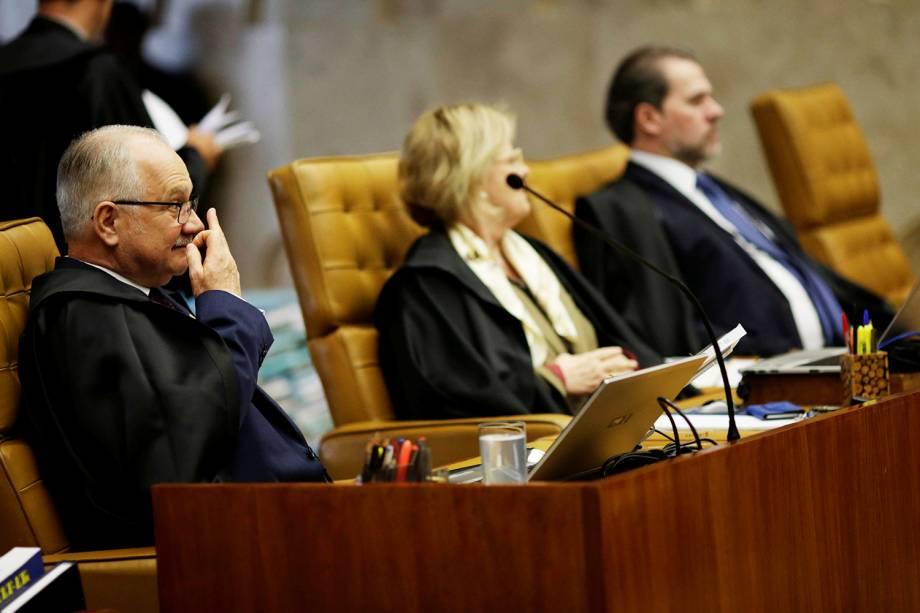 O ministro do STF, Edson Fachin (esq), durante sessão que julga o habeas corpus preventivo do ex-presidente Lula - 22/03/2018