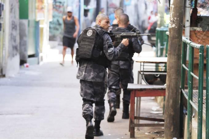 Tiroteio entre policiais e criminosos na Rocinha