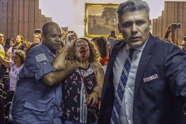 Professora é agredida por GCM durante confusão na reunião da CCJ
