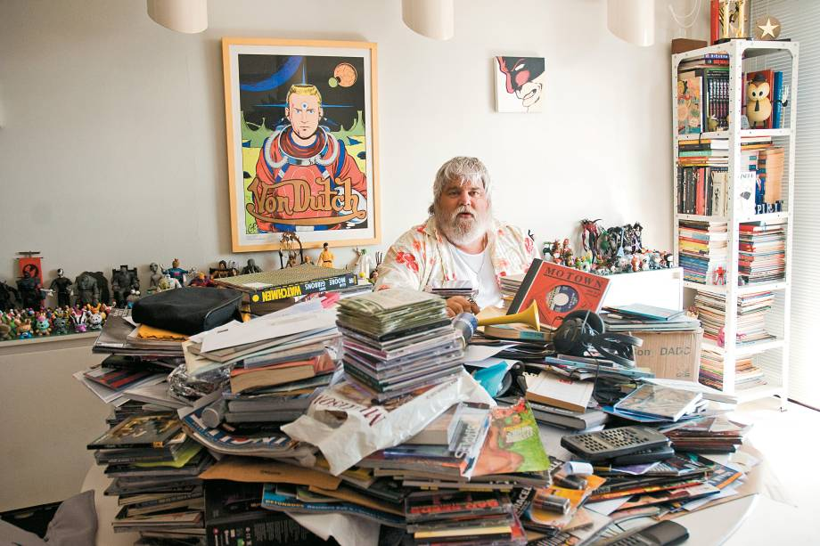 Carlos Eduardo Miranda, produtor musical, em seu apartamento - 05/01/2009