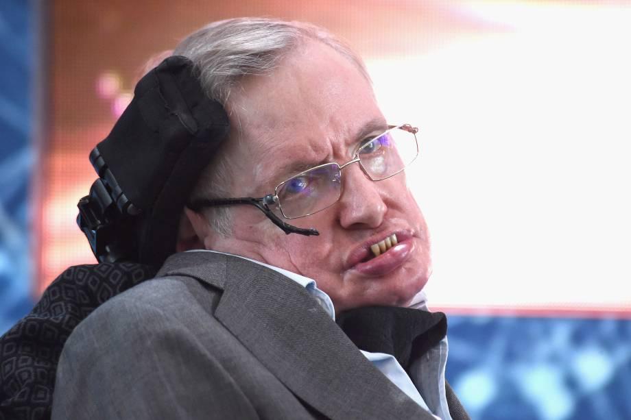 """Stephen Hawking assiste à Iniciativa de Exploração do Novo Espaço """"Breakthrough Starshot"""" realizada no One World Observatory, em Nova York - 12/04/2016"""