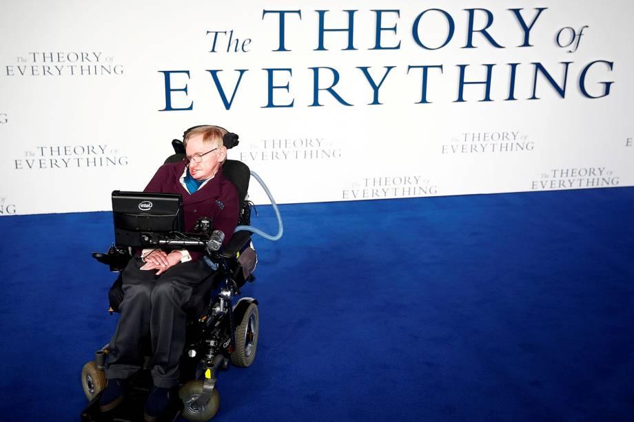 Stephen Hawking chega para a premiere do filme ' A Teoria de Tudo' , em Londres - 09/12/2014