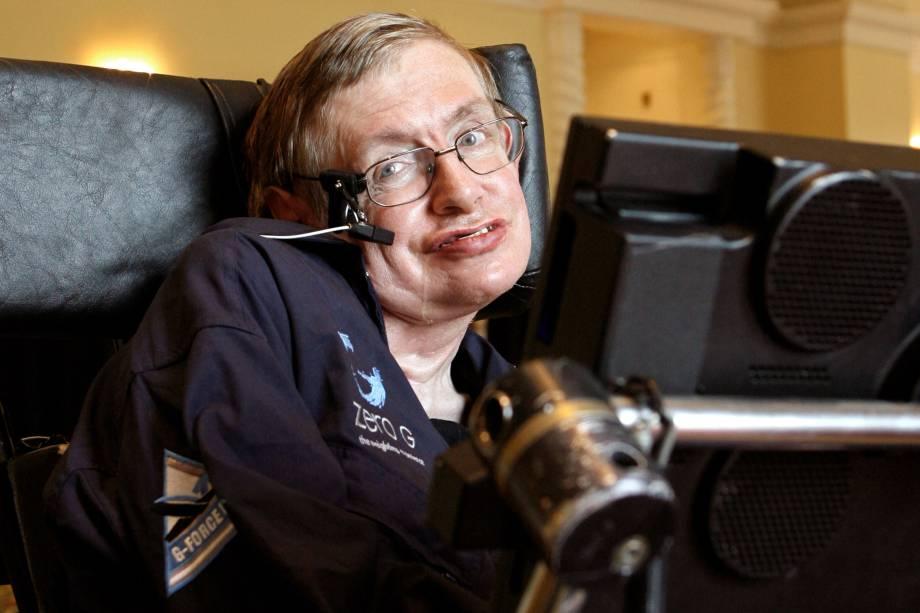 O físico britânico Stephen Hawking durante uma entrevista na cidade de Orlando, na Flórida - 25/04/2007