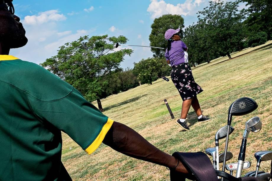 Tacada de mestre - O recém-reformado Soweto Country Club é um negócio que floresce junto com o crescimento de uma classe negra afluente: farto crédito distribuído depois do desmantelamento do apartheid fez emergir um vigoroso empreendedorismo na vizinhança