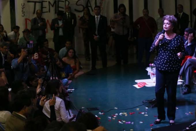 Dilma Rousseff participa de lançamento de livro na UnB