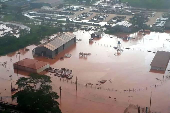 Despejo irregular em água do Pará feito pela empresa Hydro