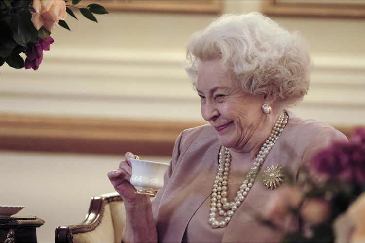 A atriz Maggie Sullivan interpreta a rainha Elizabeth II, em filme inspirado no Príncipe Harry e Meghan Markle