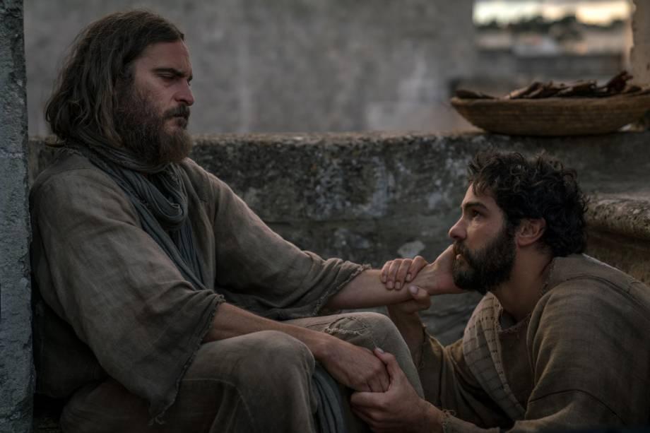 Jesus (Joaquin Phoenix) e Judas (Tahar Rahim), em cena do filme ' Maria Madalena'