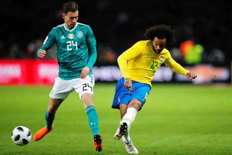 Marcelo (dir) e Leon Goretzka (esq), durante partida amistosa entre Brasil e Alemanha, realizada no Estádio Olímpico de Berlim - 27/03/2018