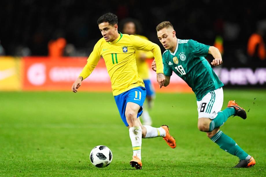 O jogador Philippe Coutinho (centro), durante partida entre Brasil e Alemanha, realizada no Estádio Olímpico de Berlim - 27/03/2018