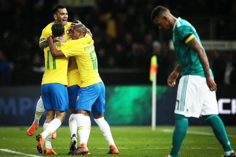 Jogadores da Seleção Brasileira comemoram após Gabriel Jesus abrir o placar para o Brasil, durante partida amistosa contra a Alemanha - 27/03/2018