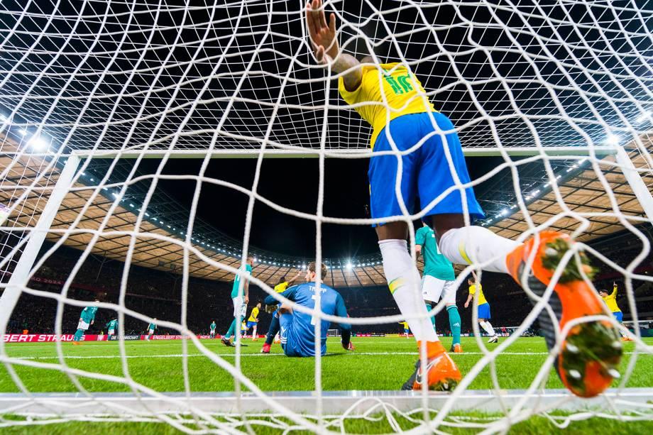 Brasil abre o placar em amistoso contra a Alemanha, realizado no Estádio Olímpico de Berlim - 27/03/2018