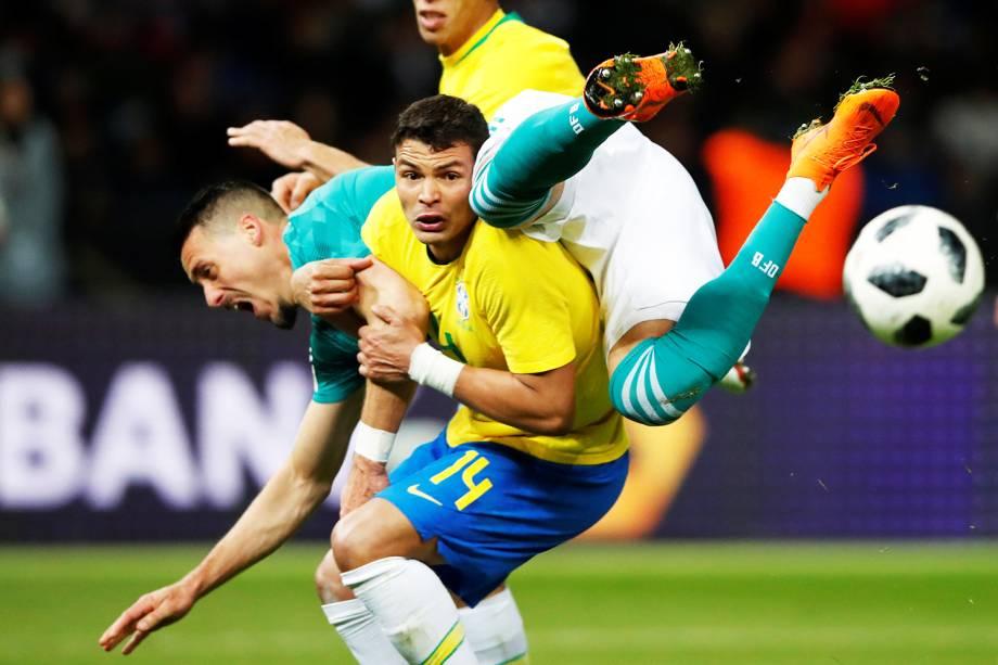 Thiago Silva e Sandro Wagner se chocam durante partida entre Brasil e Alemanha - 27/03/2018