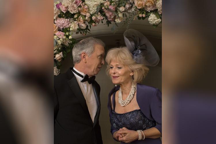 Steve Coulter e Deborah Ramsey interpretam o Príncipe Charles e Camilla Parker-Bowles