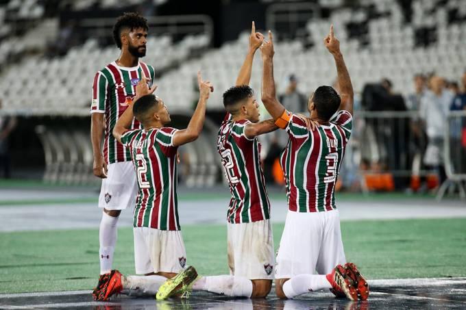 Jogadores do Fluminense comemoram gol contra o Flamengo, semi final da Taça Rio, no estádio Nilton Santos