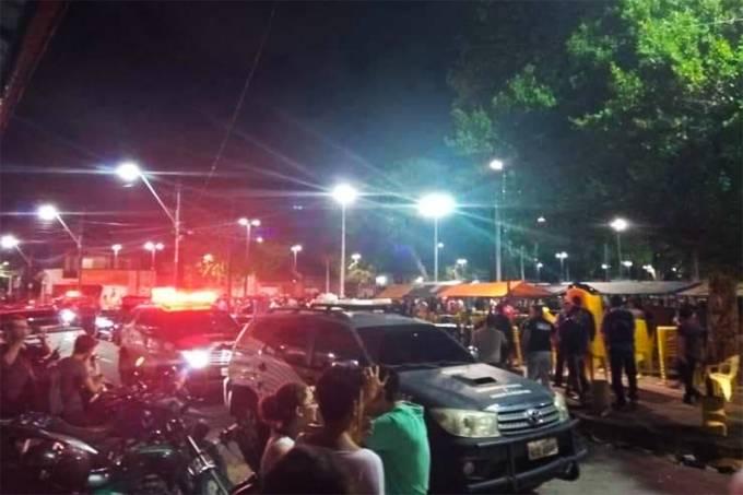 Policiais chegam ao bairro Benfica onde pessoas foram mortas a tiros