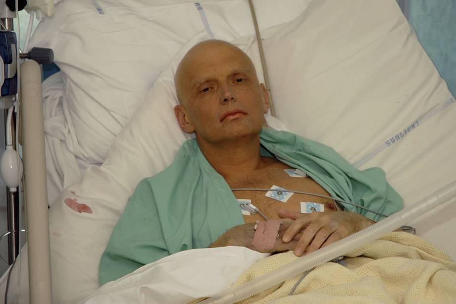 Antigo espião da KGB Alexander Litvinenko, internado após ser vítima de envenenamento - 20/11/2006