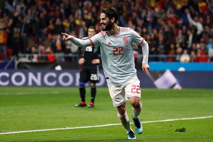 O espanhol Isco comemora após marcar gol no amistoso contra a Argentina