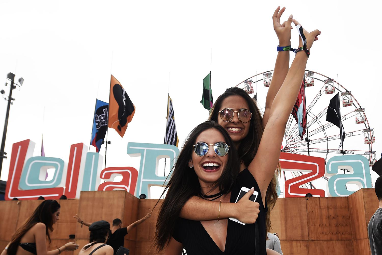 Público chega ao Autódromo de Interlagos, zona sul da capital paulista, para participar do festival Lollapalooza - 23/03/2018