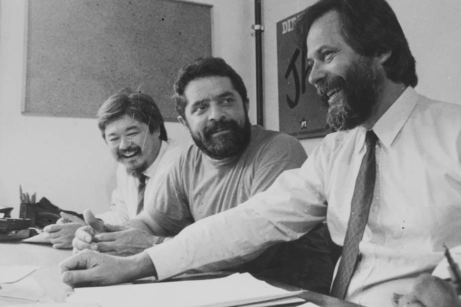 Luiz Gushiken, presidente do Sindicato dos Bancários de São Paulo, Luiz Inácio Lula da Silva, presidente do PT, e José Dirceu, secretário-geral do PT-SP, em 1984.