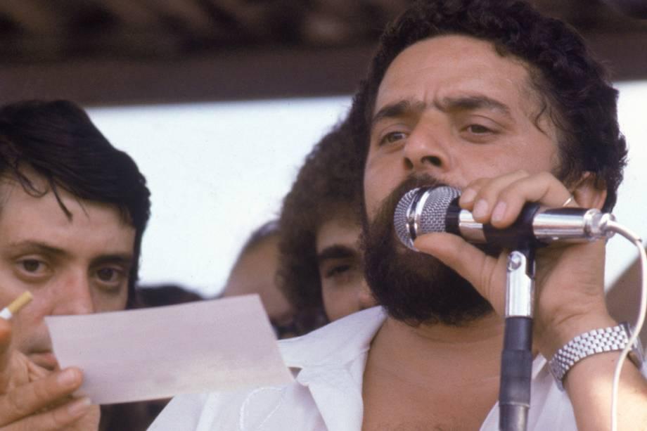 Lula faz pronunciamento em Assembleia dos Metalúrgicos do ABC, em 1979.