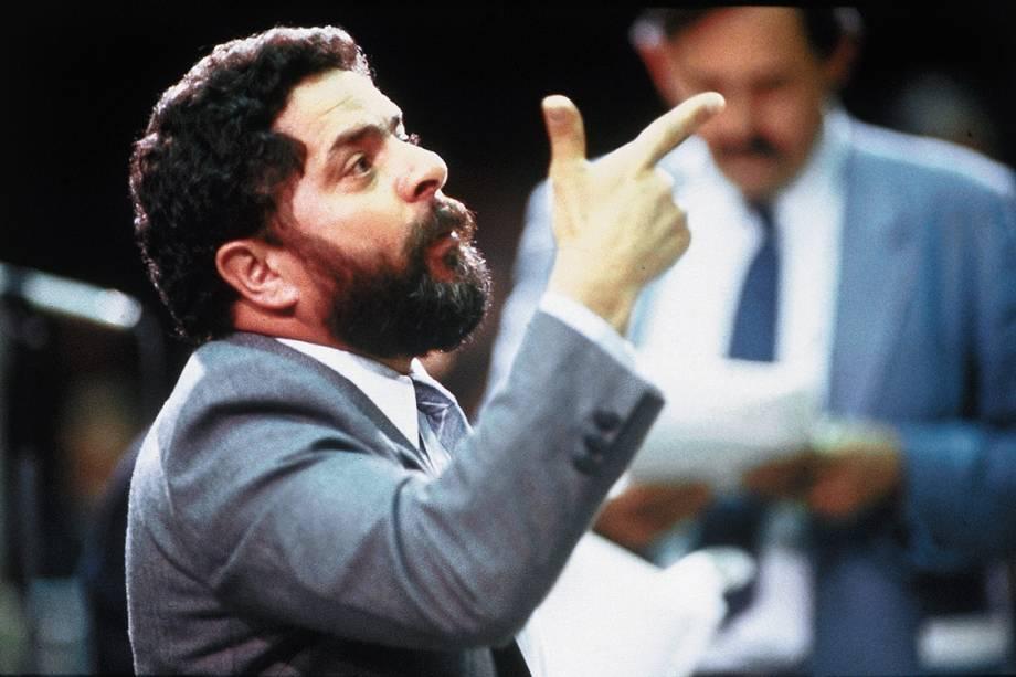 Luiz Inácio Lula da Silva, deputado federal do PT-SP, discursando durante a Assembleia Nacional Constituinte, no Congresso Nacional, em 1988.