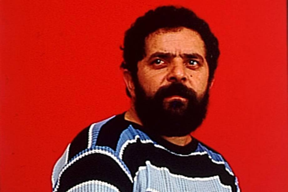 Lula é eleito o deputado federal mais votado do Brasil, com 651.763 votos.