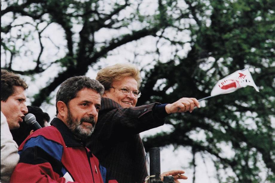 Lula apoia a candidatura de Luiza Erundina à prefeitura de São Paulo em um comício, em 1996.