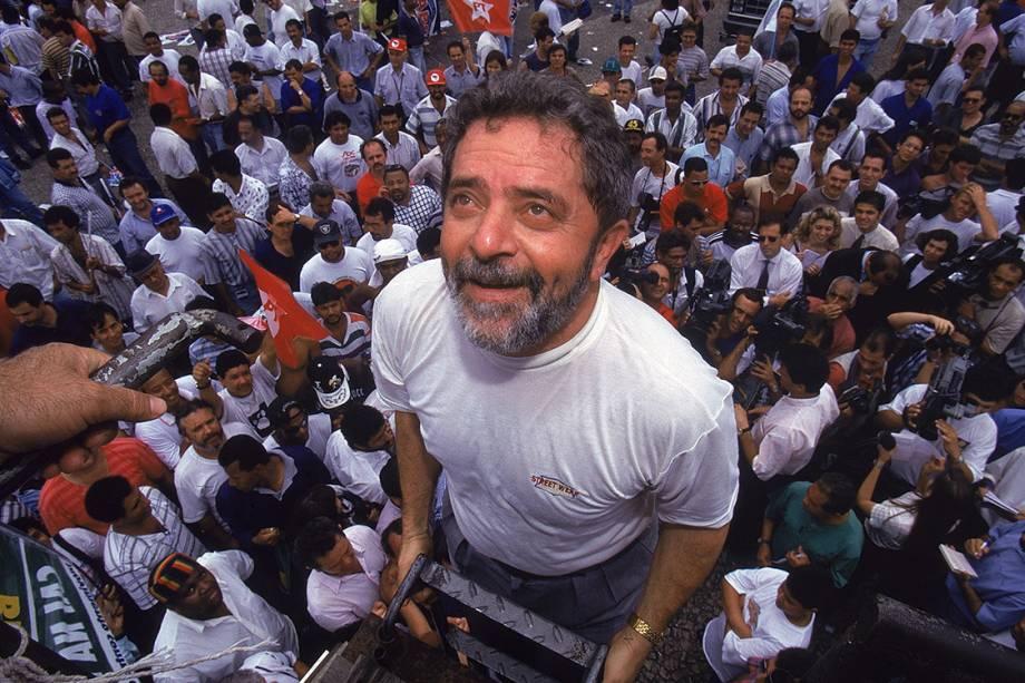 Em 1996, como presidente do PT, Lula marca presença na manifestação da Central Única dos Trabalhadores (CUT), — fundada em 1983 — e do Sindicato dos Metalúrgicos do ABC contra o desemprego e a redução dos salários dos operários.