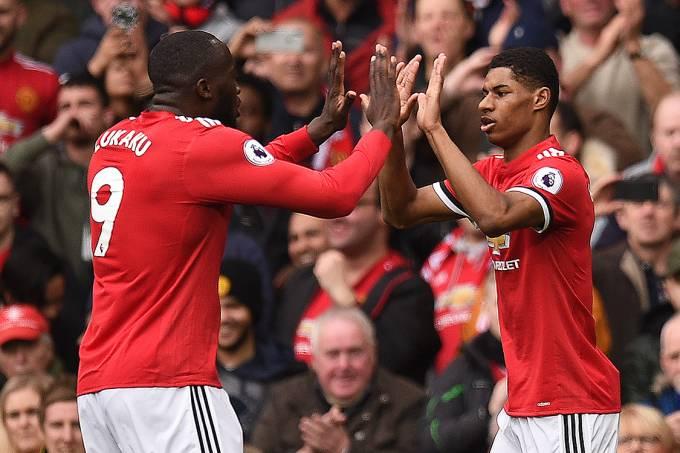 Jogadores do Manchester United comemoram gol contra o Liverpool, pelo Campeonato Inglês, na Inglaterra