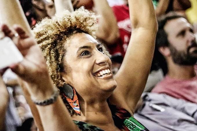 Na guerra – Marielle, cuja carreira em alta na defesa dos direitos humanos foi interrompida por quatro tiros na cabeça: um assassinato encomendado que fere a democracia brasileira