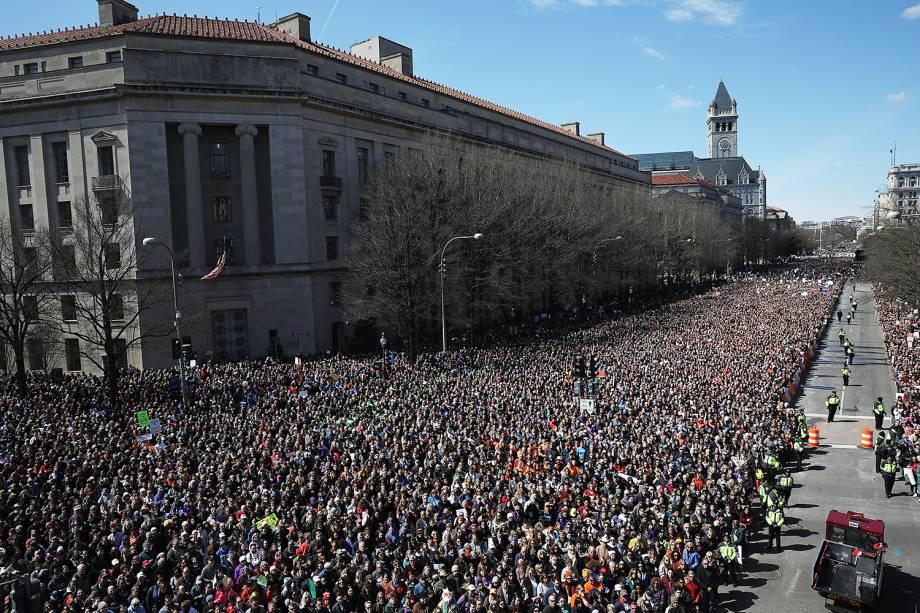 Manifestantes participam de em protesto contra armas de fogo, denominado 'March for Our Lives', em Washington - 24/03/2018