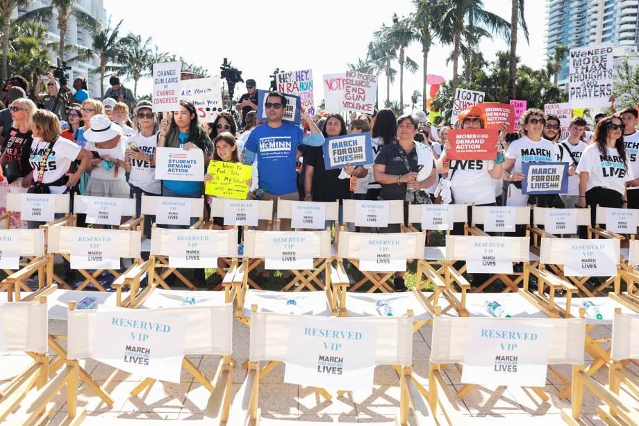 Manifestantes participam de protesto contra armas de fogo, denominado 'March for Our Lives', em Miami - 24/03/2018