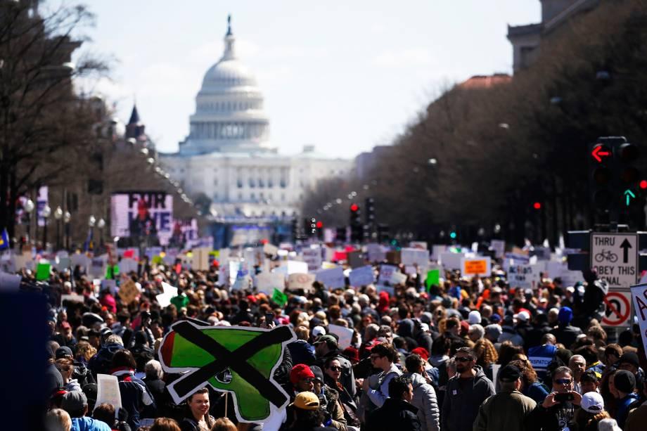 Manifestantes participam de protesto contra armas de fogo, denominado 'March for Our Lives', em Washington - 24/03/2018
