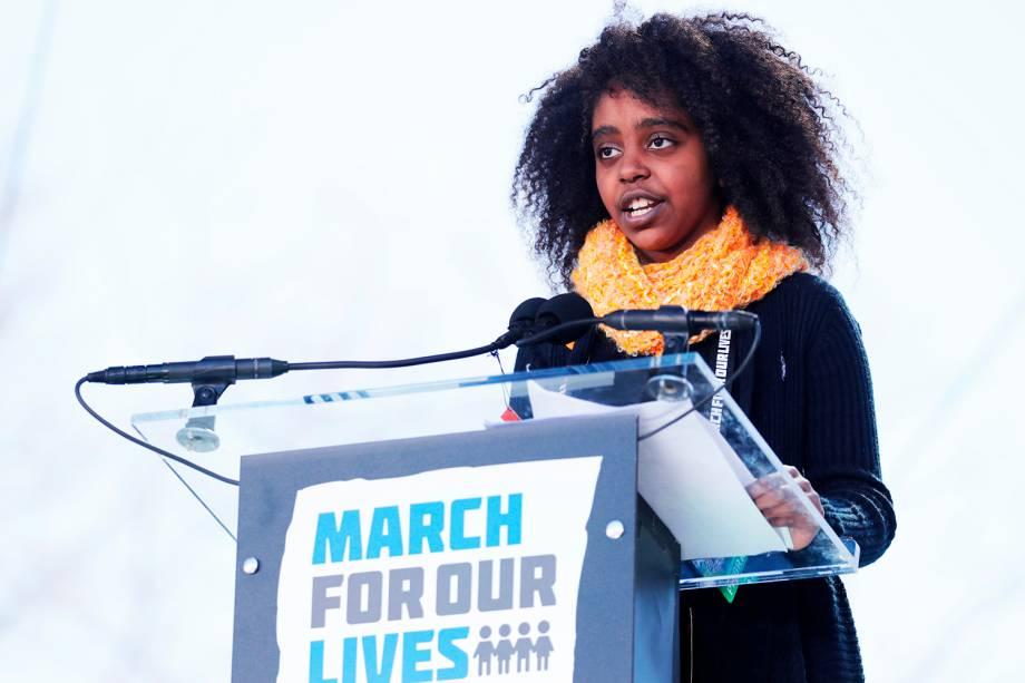 A estudante Naomi Wadler discursa durante protesto contra armas de fogo, denominado 'March for Our Lives', em Washington - 24/03/2018