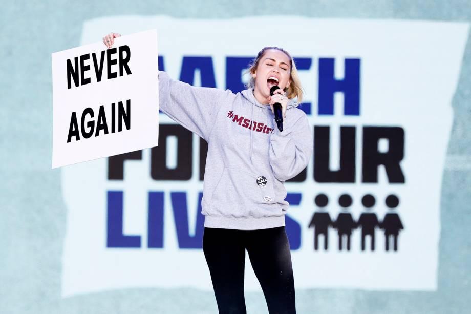 A cantora Miley Cyrus realiza apresentação durante protesto contra armas de fogo, denominado 'March for Our Lives', em Washington - 24/03/2018